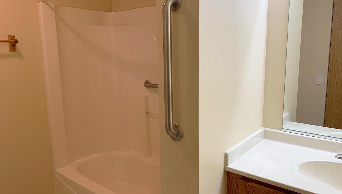 Poplar Creek Village Apartment Bathroom