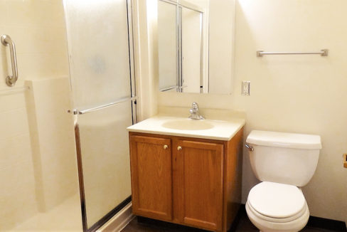 Hunt Club Village Apartment Bathroom