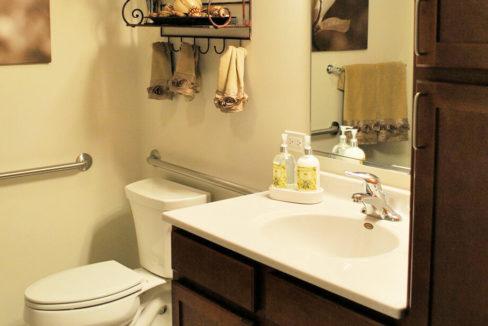 Zurich Meadows Apartment Bathroom